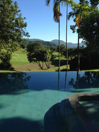 Chiangmai Highlands Golf and Spa Resort : infinty salt water pool