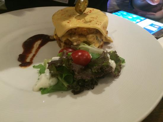 Incognito: Burger with Salad