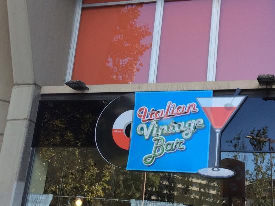 Comedor Vintage - Picture of Italian Vintage Bar, Barcelona ...
