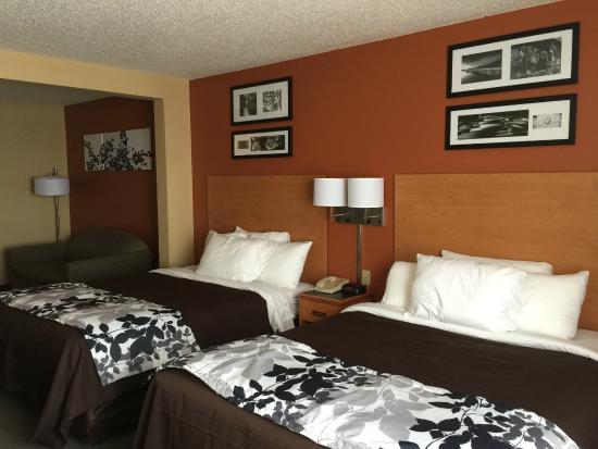 Sleep Inn & Suites: DBL QUEEN SUITE