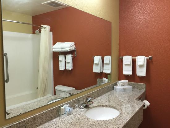 Sleep Inn & Suites: GUESTROOM BATHROOM