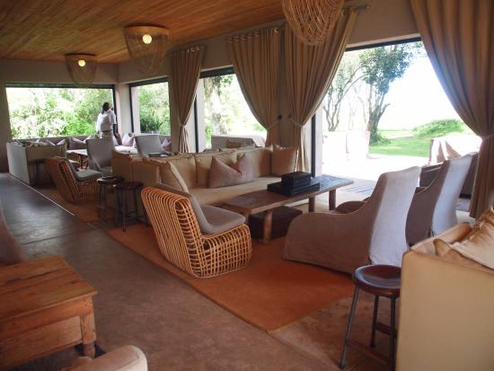andBeyond Kichwa Tembo Tented Camp: The open bar area.