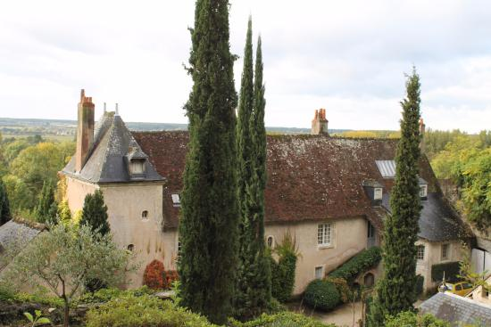Chateau de Nazelles Amboise: A view of the chateau from the woods