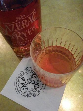 Mat & Destillat: Mezcal Negroni and a Sazerac.