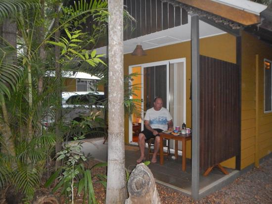 Rum Jungle Bungalows: Breakfast On The Porch