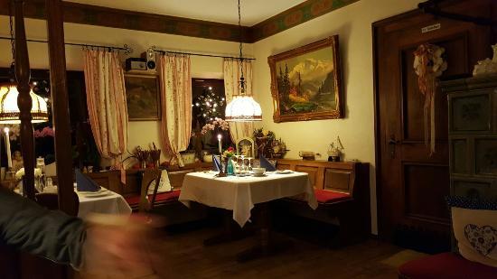 Velden, Duitsland: Tisch 1 gleich am Eingang. Schön eingedeckt für das Hummeressen November 2015