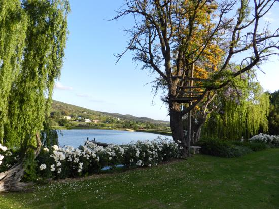 Oue Werf Guesthouse: The lake and dam