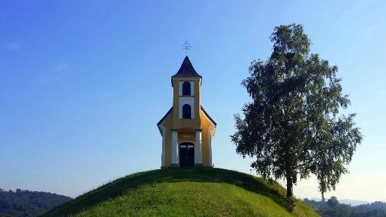 Gamlitz, ออสเตรีย: Eine alte Kapelle in den Weinbergen