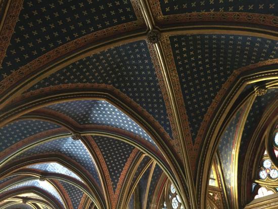 Paris, France: Detalle del techo planta inferior de la Sainte Chapelle