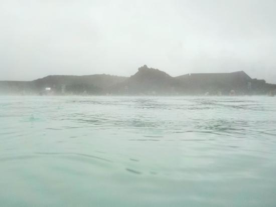 Grindavik, Islândia: Rain on the water