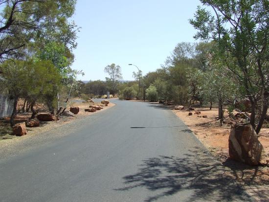Kings Canyon Resort: Walk to Reception