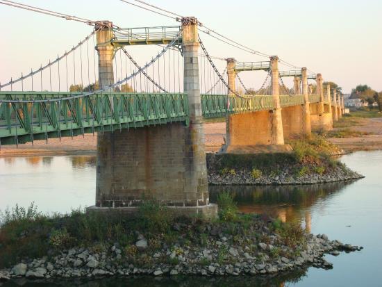 Ingrandes, فرنسا: Magnifique pont sur la Loire