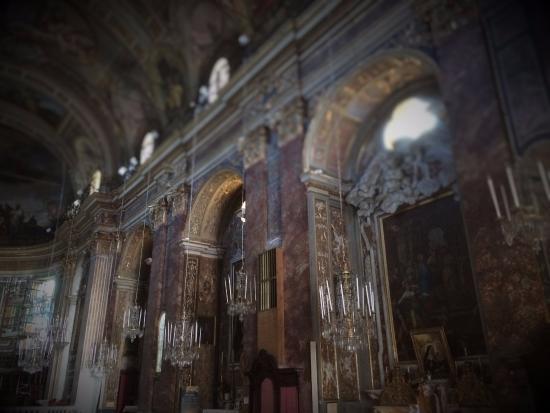 Sassello, إيطاليا: Igreja dos muitos Lustres