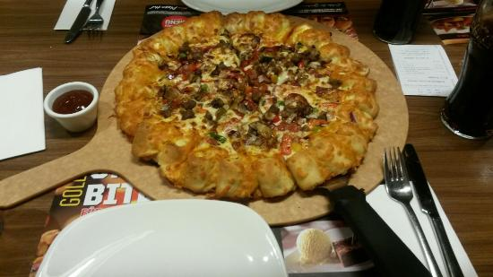 golden cheezy crust picture of pizza hut kaiserslautern tripadvisor. Black Bedroom Furniture Sets. Home Design Ideas