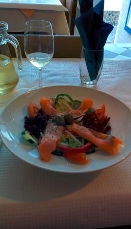 Restaurante O Lourenco: Salad with smoked salmon