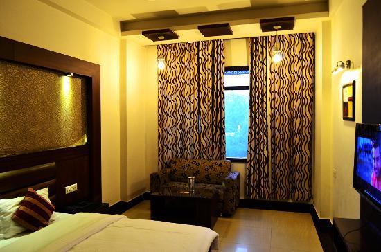Hotel Namaskar Residency: Double Bedded Deluxe