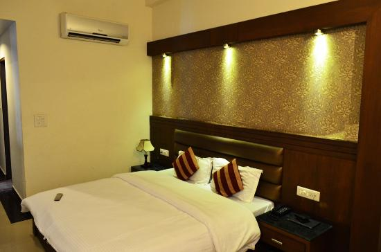 Hotel Namaskar Residency: Double Bed