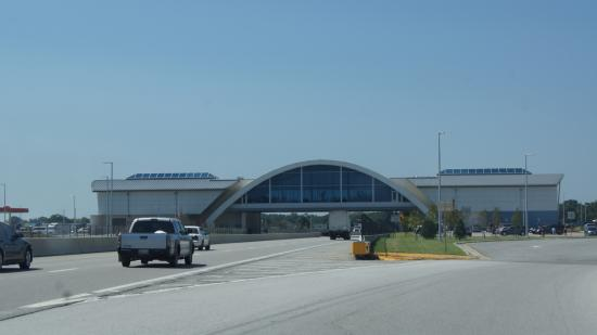 Vinita, Oklahoma: Eine Autobahnbrücke mit FastFood-Lokal