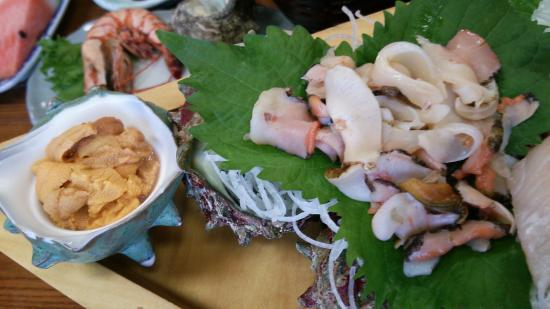 Chigaso : 舟盛りで出てきた海の幸の一部