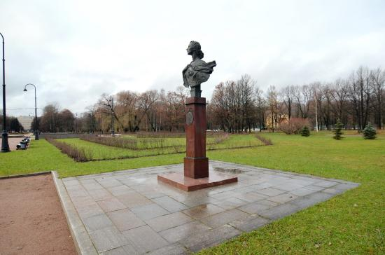 Monument to Ulanova