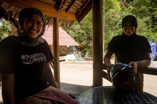 Coconut Corner Bungalows: bar