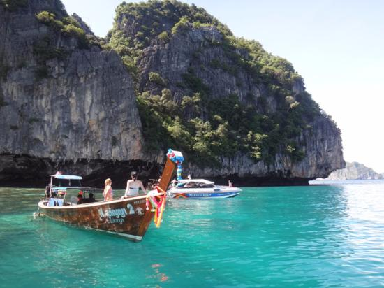 P. P. Palm Tree Resort: One day trip around the island
