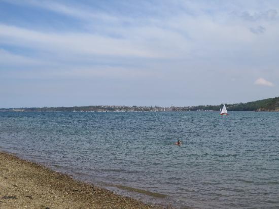 Plouer sur Rance, Франция: La plage au bord de la Rance à 2 pas