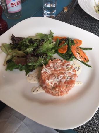 Tartare de saumon dans son jardin picture of ikra paris for Bruler dans son jardin