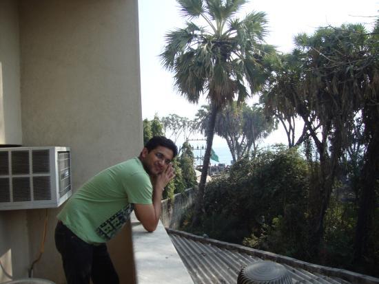 Rasal Beach Resort & Vista Rooms : gallery and the beach