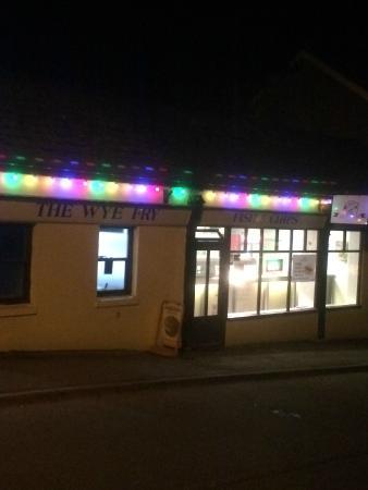Lydbrook, UK: The shop at night