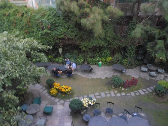 Nirvana Garden Hotel: Garden