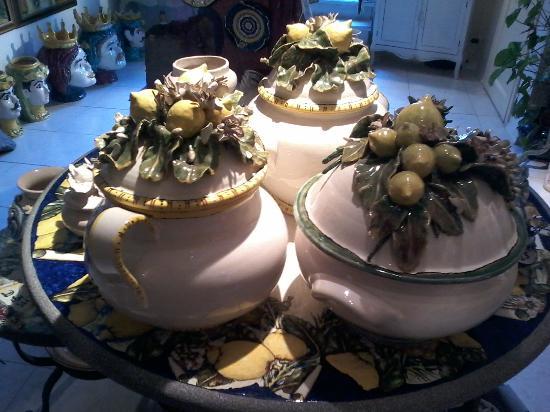 Giardini Naxos, Italia: Zuppiere con limoni