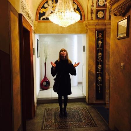 Deminka Palace: Холл