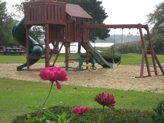 Tidewater Inn: playground