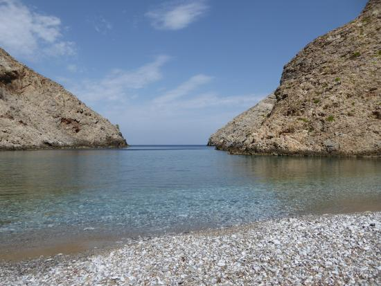 Tholaria, Grecia: the beach in a protected bay