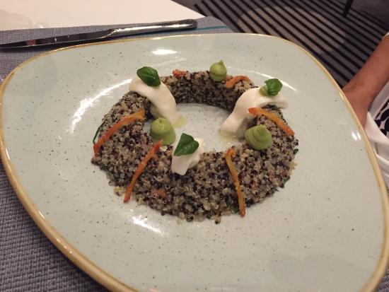 Salade de quinoa avec burrata bild fr n table 9 dubai for Table 9 dubai