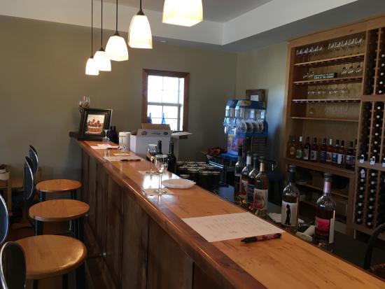 Adair, OK: tasting bar