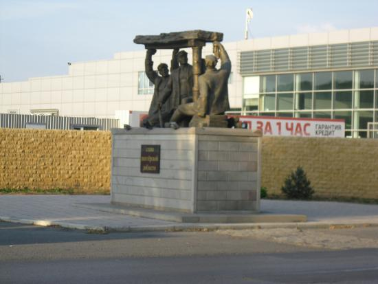 Monument Glory to the Miners Valor