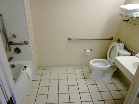 Extended Stay America - Jacksonville - Baymeadows: Bathroom for wheelcahir access