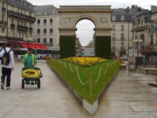 Fountain picture of jardin darcy dijon tripadvisor for Jardin 81