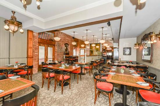 Cafe 13 Main Street: Dining Room