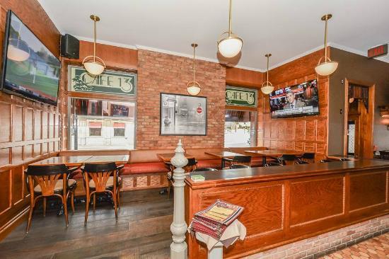 Cafe 13 Main Street: Lounge Area