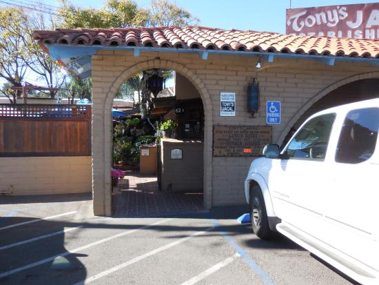 Tony's Jacal : Entrance to the patio and restaurant