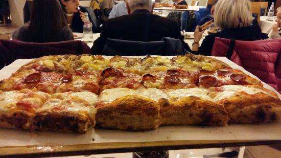 Pizzeria La Romantica Centro: 20151115_202852_large.jpg