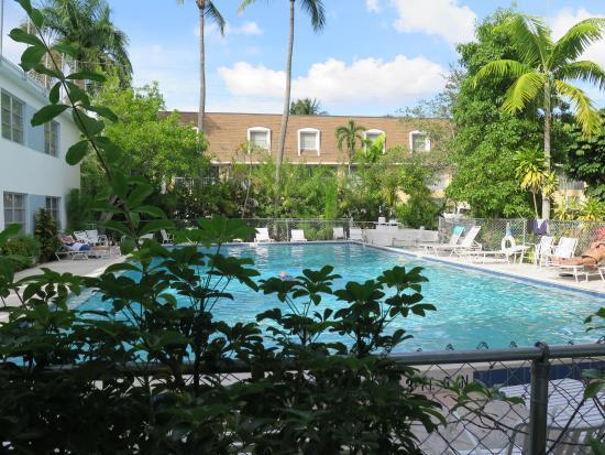 Mariner Apartments & Motel: Motel pool - NO LIFEGUARD