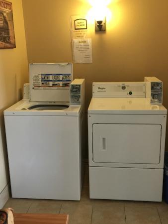Adams, Висконсин: guest laundry