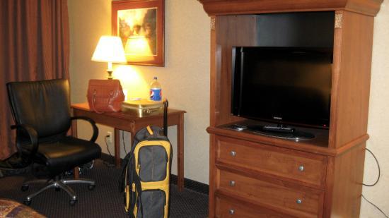 Days Inn Moorhead MN: hotel tv area