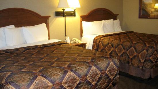 Days Inn Moorhead MN: 2 queen room