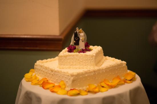 Crumpets Restaurant U0026 Bakery: Best Wedding Cake Ever!