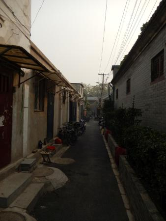 Kellys Courtyard: Hutong leading to Kelly's Courtyard